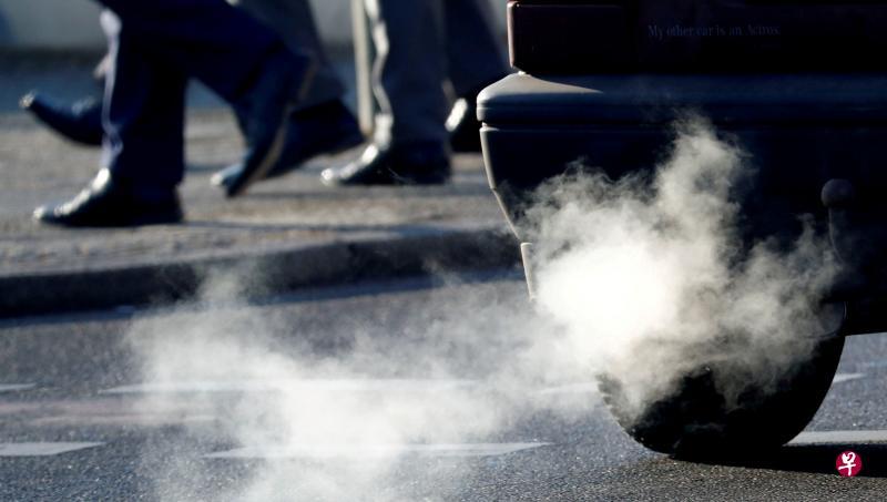 欧盟委员会建议到2035年将二氧化碳排放量减少100%,意味着化石燃料汽车将无法在欧盟27国销售。(路透社)